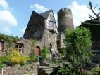 Burgkapelle der Burg Thurant: Das Gebäude mit der Burgkapelle, dahinter der Trierer Turm
