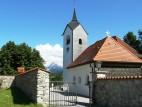 Pfarrkirche St.Wallburga: Die Pfarrkirche befindet sich direkt am See.