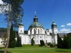 Blick auf die Klosterkirche vom Innenhof aus